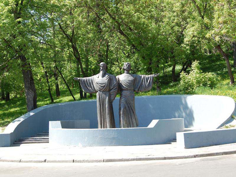 Памятник афанасия и феодосия в череповце памятники в одинцово предприятия
